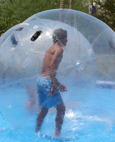 Les water ball